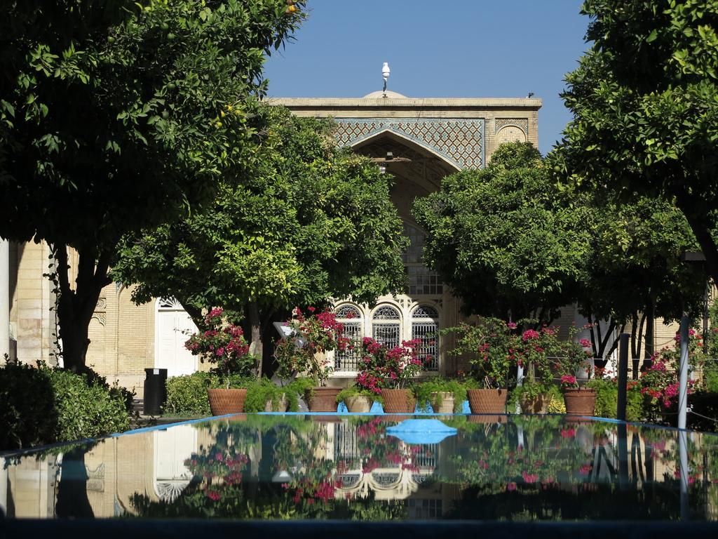 hafiz-shiraz-tomb